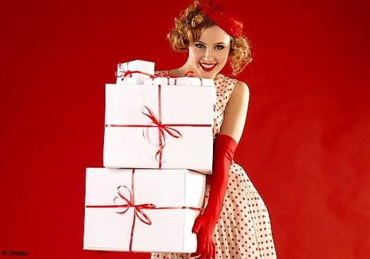 http://www.lemoncurve.com/blog/wp-content/uploads/2011/12/trouvez_votre_cadeau_a_la_une_mode_defile_new.jpg